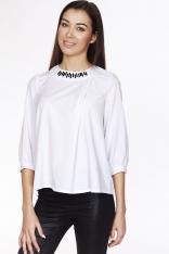 Biała Elegancka Bluzka z Biżuteryjnym Akcentem przy Dekolcie