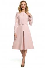 Pudrowa Elegancka Sukienka do Pracy za Kolano z Paskiem