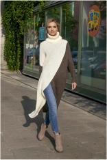 Ecru Dwukolorowy Długi Sweter z Golfem z Kopertowym Założeniem