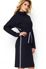 Czarna Sukienka o Kimonowym Kształcie z Lampasami