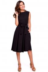Czarna Rozkloszowana Sukienka z Kopertowym Dekoltem na Plecach