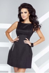 Czarna Sukienka Dopasowana w Talii o Delikatnym Kroju Bombki