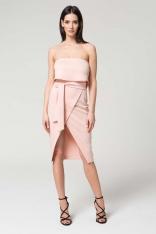 Różowa Wieczorowa Sukienka z Odkrytymi Ramionami z Kopertowym Dołem