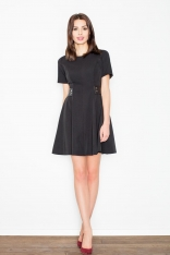 Czarna Elegancka i Skromna Sukienka z Patkami z Eko-skóry