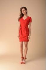 Dopasowana Sukienka z Modelującymi Zakładkami - Czerwona