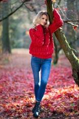 Czerwony Krótki Sweter z Dziurami