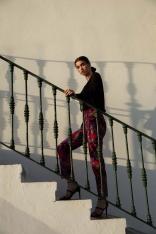 Eleganckie Spodnie Cygaretki w Kwiaty - Model 2