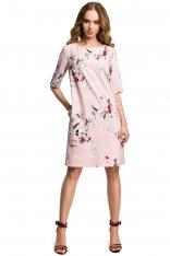 Pudrowa Prosta Sukienka w Kwiatowy Deseń z Jednolitą Wstawką