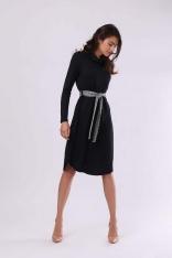 Czarna Luźna Sukienka z Lejącym Golfem z Kraciastym Paskiem