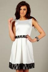 Ecru Elegancka Kloszowana Sukienka z Koronkowymi Panelami