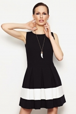 Czarna Elegancka Kloszowana Sukienka z Koronkowymi Panelami