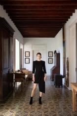 Czarna Dopasowana Sukienka z Asymetrycznym Dołem