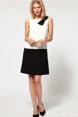 Czarno-Biała Trapezowa Sukienka bez Rekawów