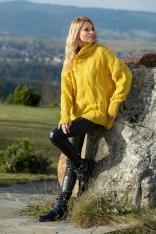 Żółty Obszerny Sweter z Golfem w Warkocze