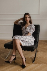 Elegancka Sukienka z Plisowanym Dołem - Wzór 113