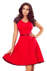 Czerwona Rozkloszowana Sukienka z Czarną Koronką