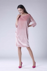 Różowa Luźna Sukienka z Dekoltem w Łódkę z Weluru