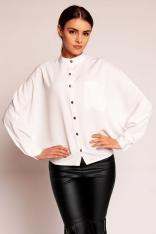 Biała Wyjściowa Nietoperzowa Koszula z Niską Stójką Zapinana na Kontrastowe Guziki