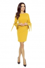Miodowa Sukienka z Ozdobnym Wiązaniem na Rękawach