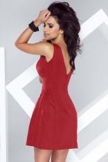 Czerwona Sukienka Dopasowana w Talii o Delikatnym Kroju Bombki