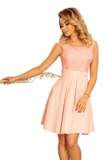 Jasnoróżowa Rozkloszowana Sukienka z Koronką