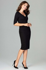 Czarna Elegancka Dopasowana Sukienka z Dekoltem V