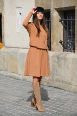 Sukienka Dzianinowa o Luźnym Kroju z Guzikam - Kamelowa