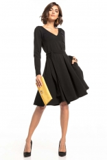 Czarna Rozkloszowana Sukienka w Szpic