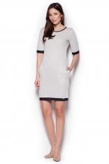 Jasno-szara Prosta Dzianinowa Sukienka z Krótkim Rękawem z Kontrastowymi Lamówkami
