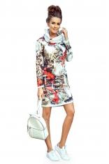 Prosta Sukienka z Golfem w Kolorowe Wzory