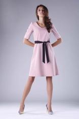 Rozkloszowana Różowa Sukienka z Czarnym Wiązaniem w Tali