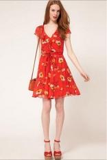 Zwiewna Sukienka w Kwiaty z Kaskadową Falbaną