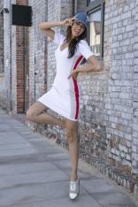 Biała Sportowa Prążkowana Mini Sukienka z Lampasem