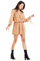 Kamelowa Sukienka w Stylu Boho z Biżuteryjna Ozdobą