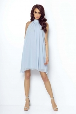 Niebieska Zwiewna Koktajlowa Sukienka z Dekoltem Halter na Stójce