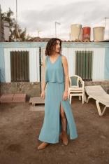 Niebieska Długa Sukienka z Dwuwarstwową Górą