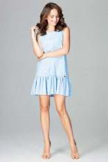 Zwiewna Niebieska Sukienka z Wzorem Wykończona Falbanką