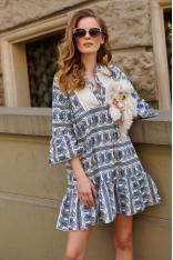 Niebieska Wzorzysta Trapezowa Sukienka z Ozdobnym Dekoltem