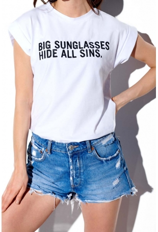 Biały T-shirt z Haftowanym Napisem