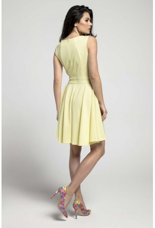 Żółta Rozkloszowana Sukienka bez Rękawów z Ozdobnym Paskiem