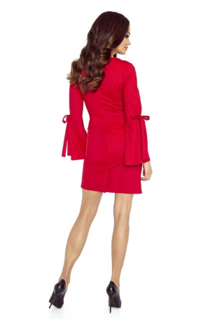 Czerwona Sukienka z Ozdobnym Wiązaniem na Rękawach