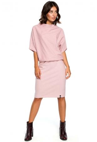 Pudrowa Dzianinowa Sukienka z Lejącym Dekoltem