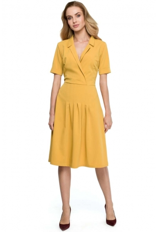 Żółta Elegancka Sukienka z Kopertowym Kołnierzem
