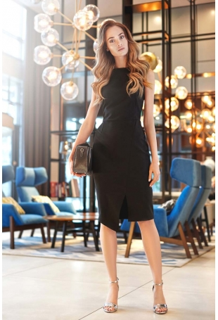Czarna Wyjściowa Dopasowana Sukienka z Asymetrycznym Rozporkiem