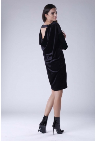 Czarna Wyjściowa Sukienka Welurowa z Lejącym Dekoltem na Plecach