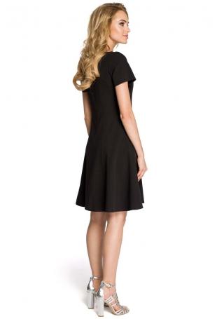 Rozkloszowana Czarna Sukienka z Cięciami Modelującymi