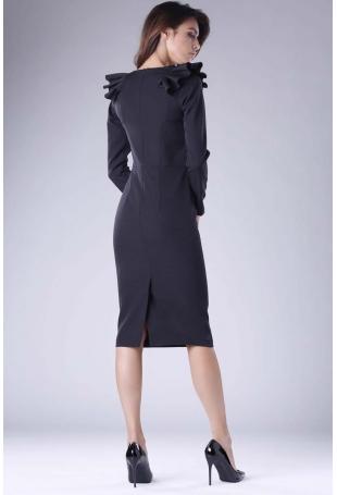 Czarna Sukienka o Dopasowanym Fasonie z Falbankami