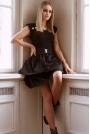 Rozkloszowana Sukienka z Paskiem i Złotymi Guzikami - Czarna
