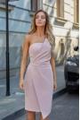 Pudrowa Wieczorowa Asymetryczna Sukienka z Odkrytymi Ramionami