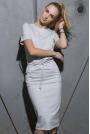 Beżowa Prosta Dzianinowa Sukienka Midi Wiązana w Pasie